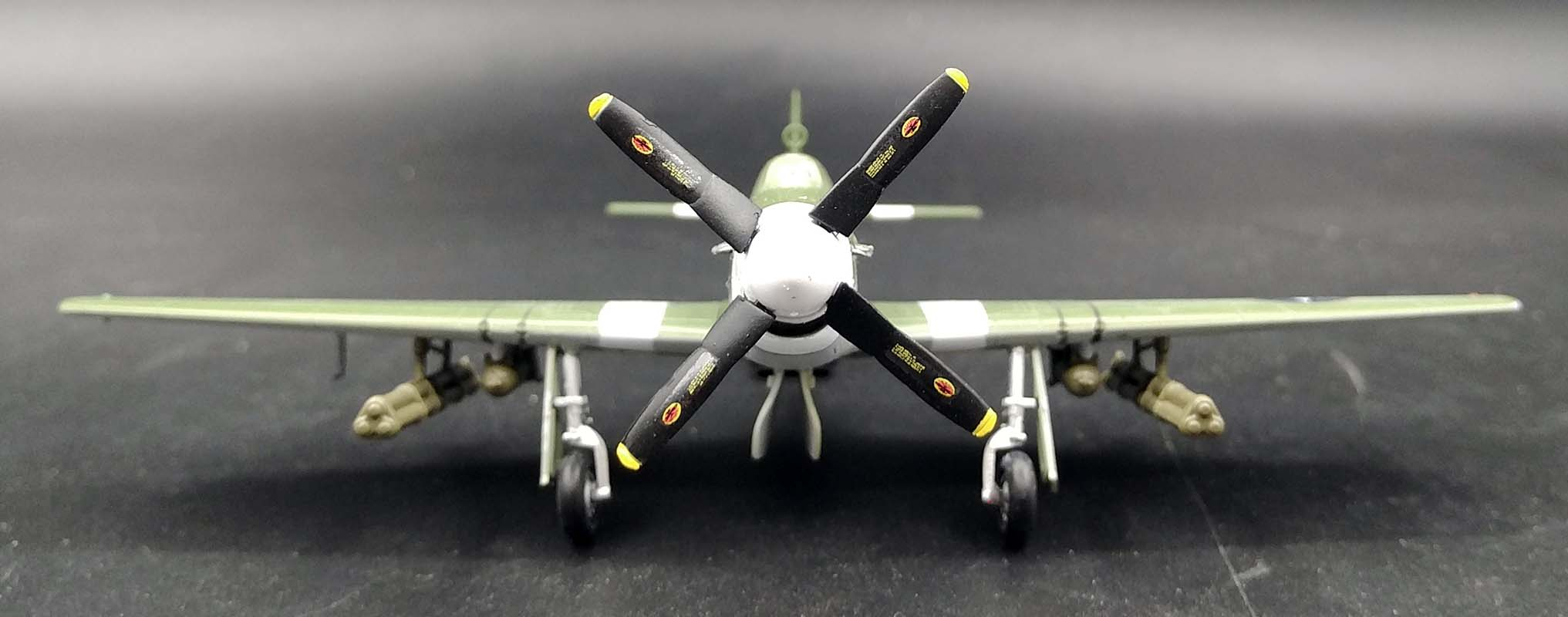 WWII P-51B mustang Lieutenant Henry Brown 1//72 no diecast plane Easy model