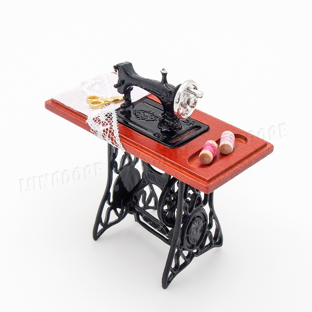 Vintage Metal Miniature Sewing Machine For 1//6 1//12 Scale Dollhouse Decoration !